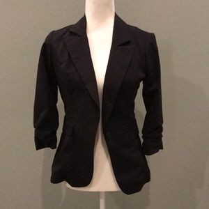 3/4 length sleeve fitted black button front blazer